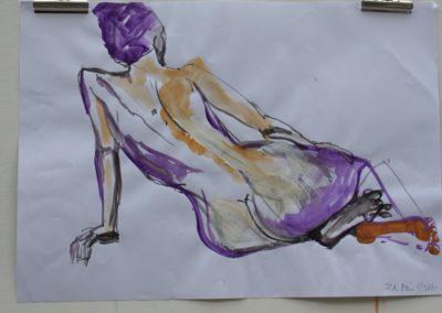 weiblicher Akt mit farbigen Füssen